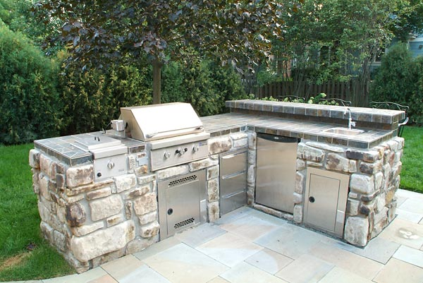 Outdoor Kitchen Island With Grill. Grilling Outdoors