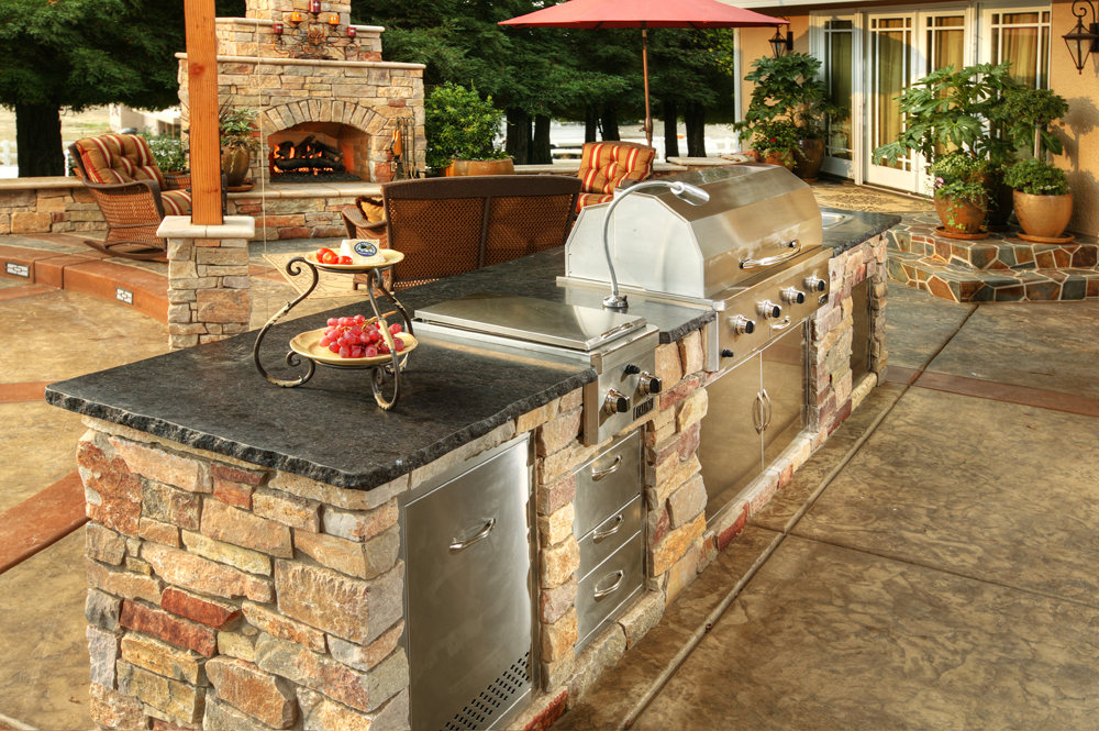 Outdoor Kitchen Island & Outdoor Kitchens